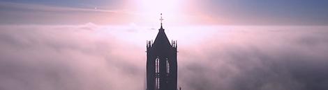 portada nubes iglesia escala