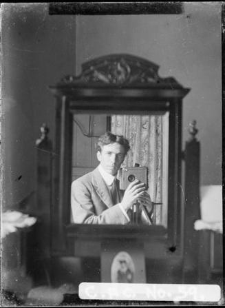 harold-cazneaux-vintage-selfie