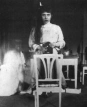selfie-taken-by-grand-duchess-anastasia-nikolaevna-romanova